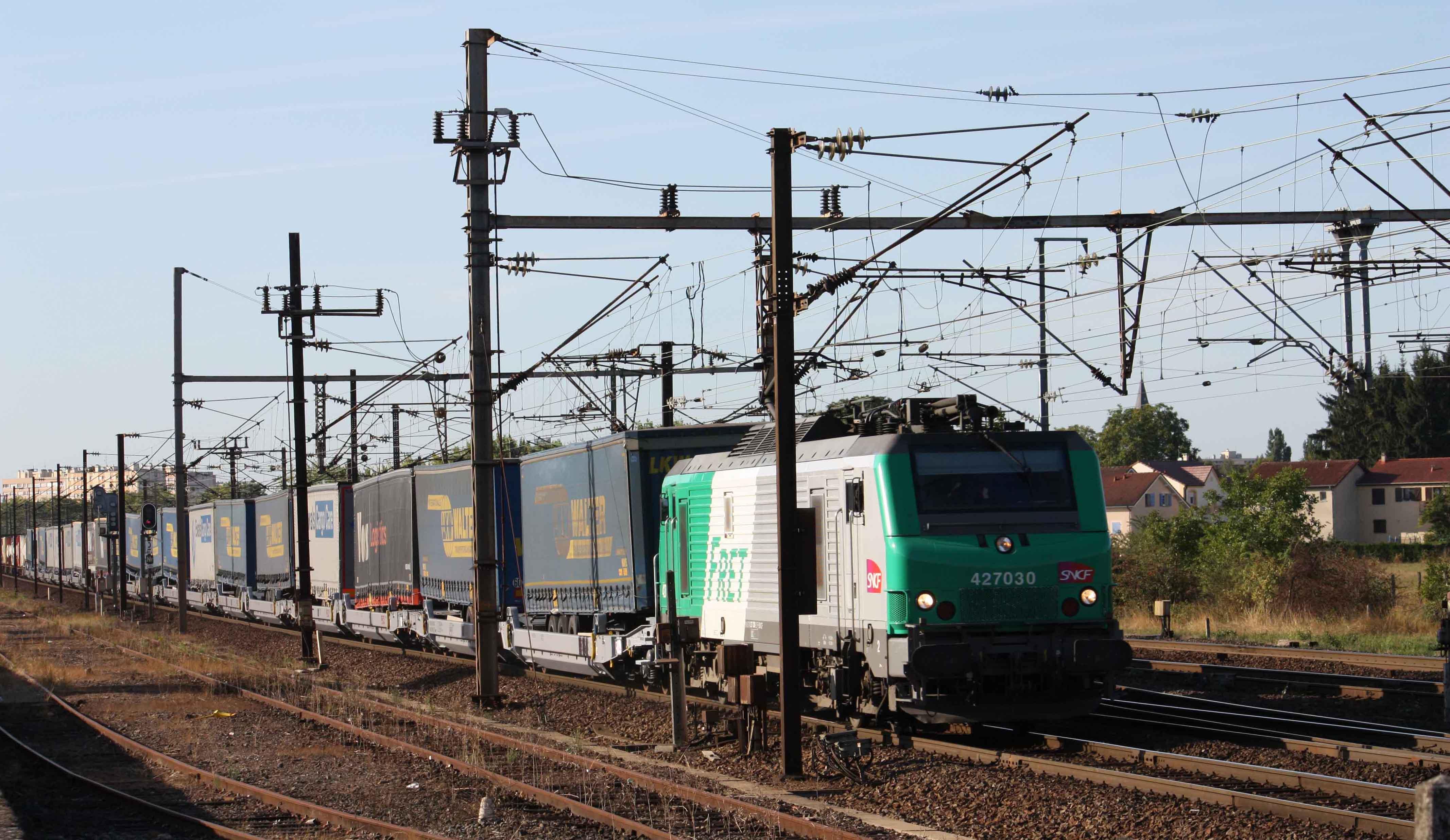 Train of Lohr UIC wagons near Metz