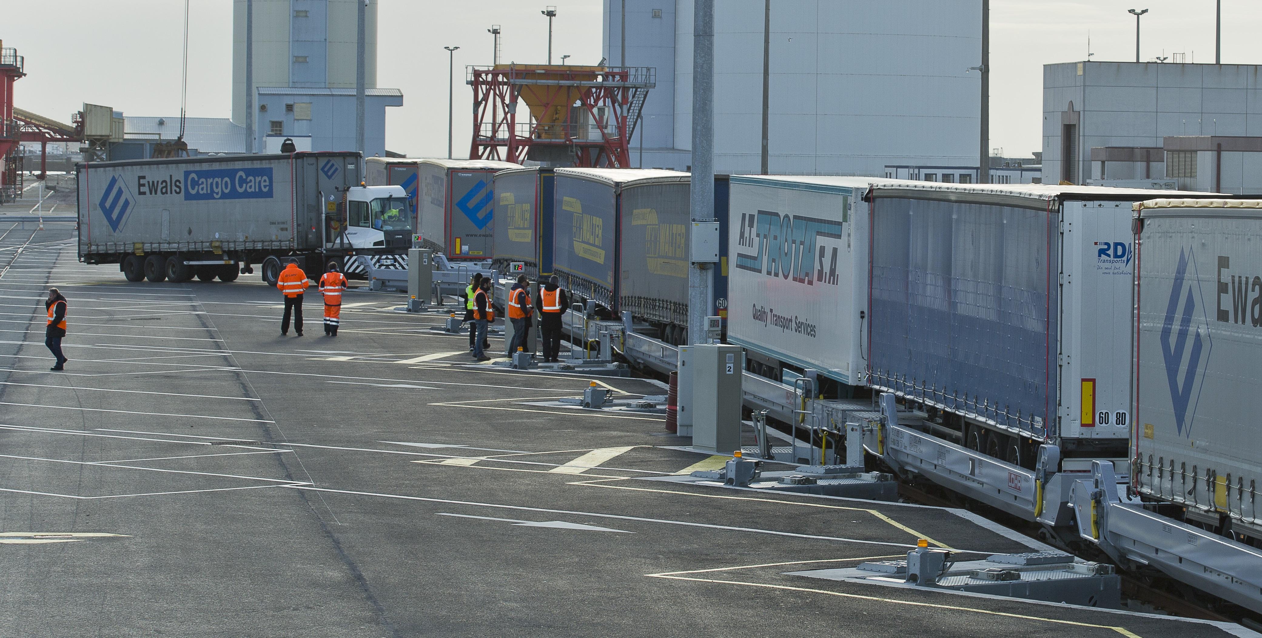 Loaded VIIA Britanica train in the port of Calais